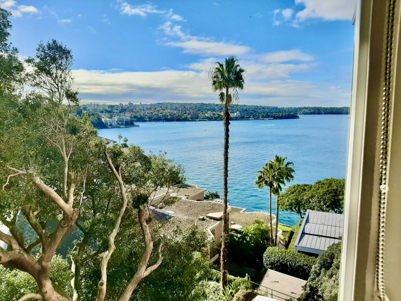 FANTASTIC LOCATION WITH REMARKABLE WATERFRONT VIEWS!