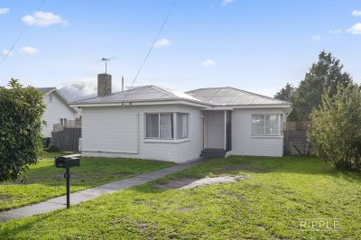 WELL PRESENTED FAMILY HOME WITH A LARGE LEVEL GARDEN