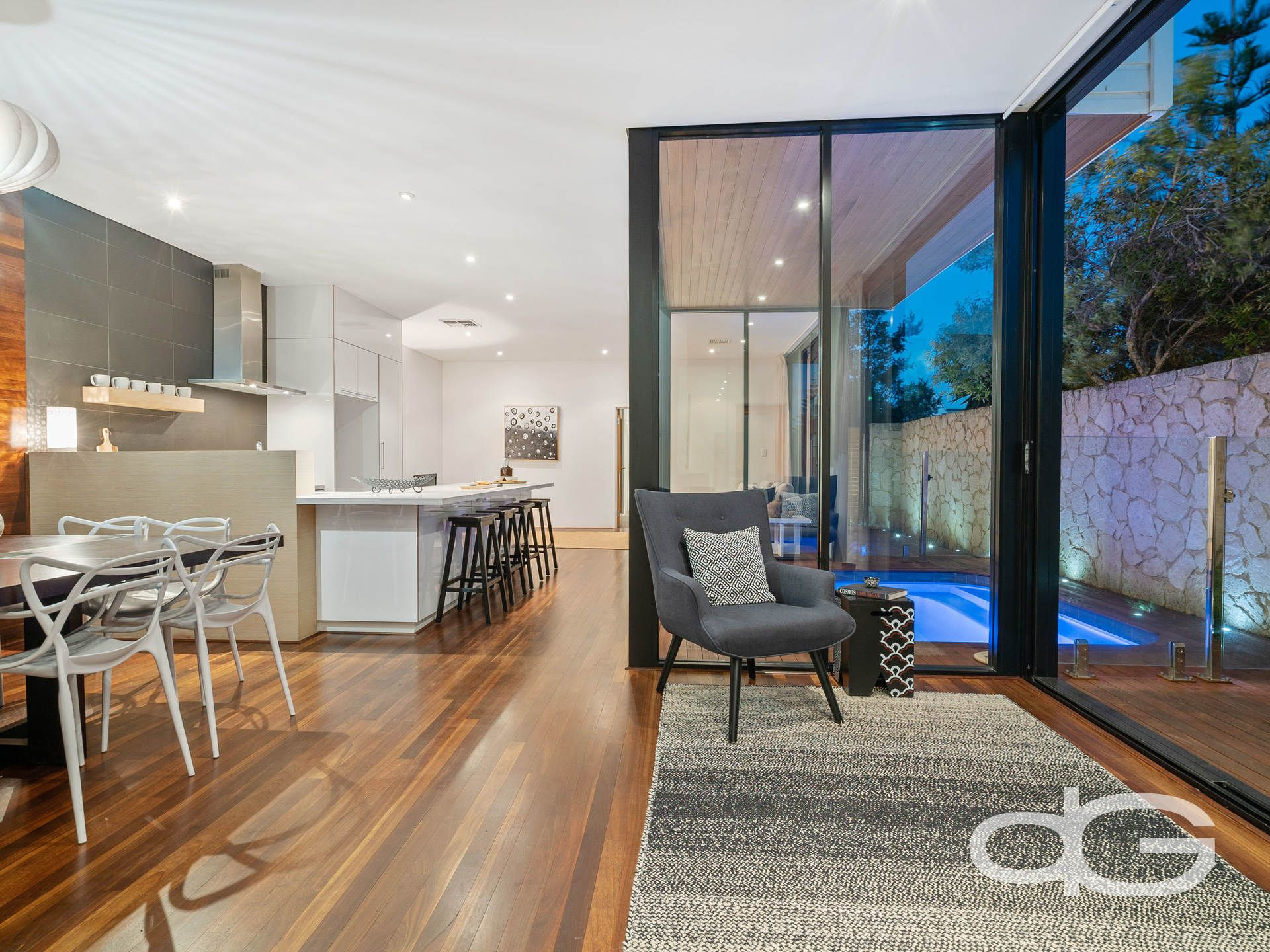 10 Barrow Crescent, North Coogee