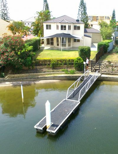 Luxurious Waterfront Home  Only minutes cruising to the Broadwater