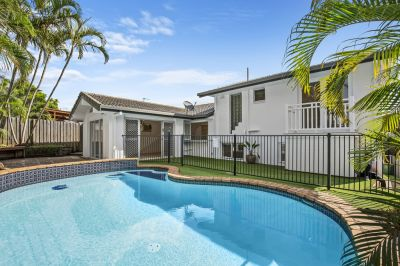 Great freshly renovated family home with pool - 6 bedroom + study