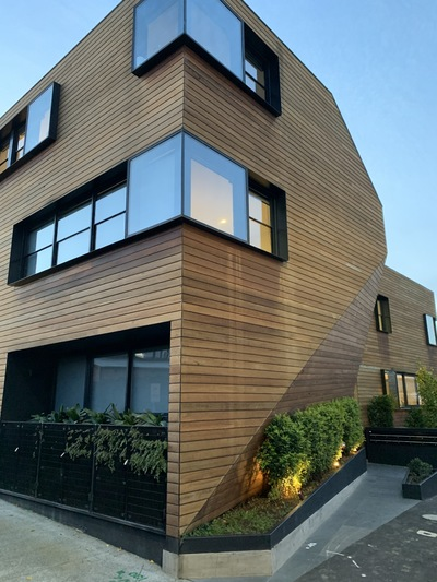 Architecturally-designed residence, in a great location.