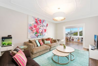 Stylish and Renovated Art Deco Apartment With House-Like Layout & Tranquil Valley View