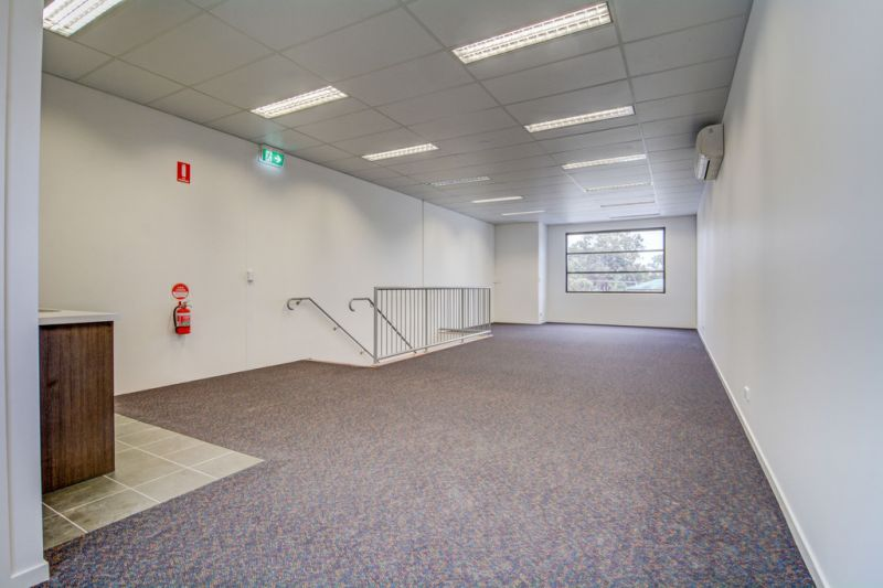 71sqm* FIRST FLOOR OFFICE IN TINGALPA CENTRAL