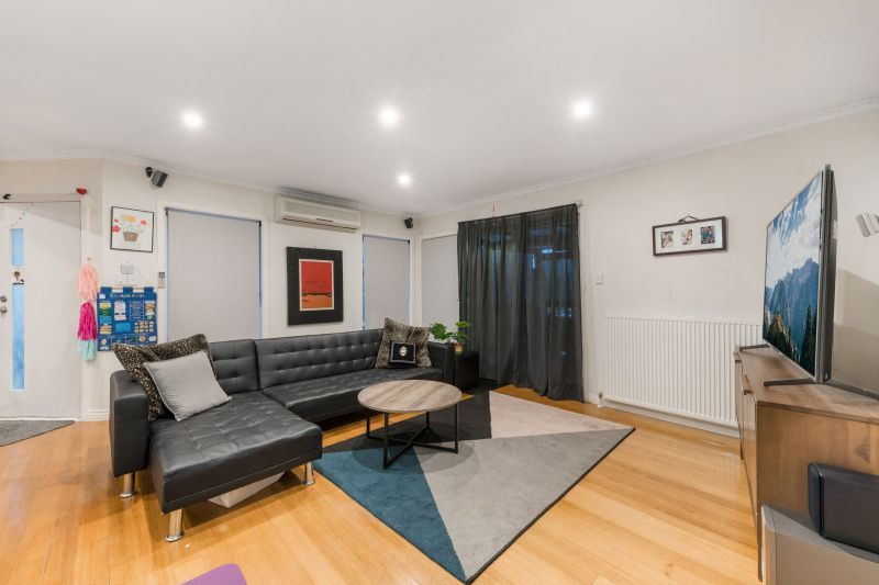 For Sale By Owner: 17 Briggs Street, Mount Waverley, VIC 3149