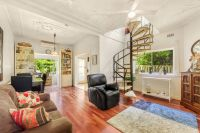 Charming & Private, Character Semi