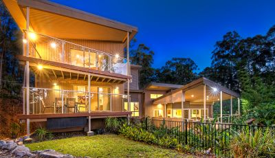 Near New Modern Tallebudgera Acreage Residence...