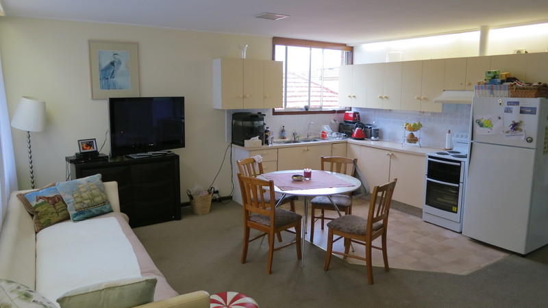 LARGE APARTMENT - NO STAIRS - IN ROSE BAY NORTH