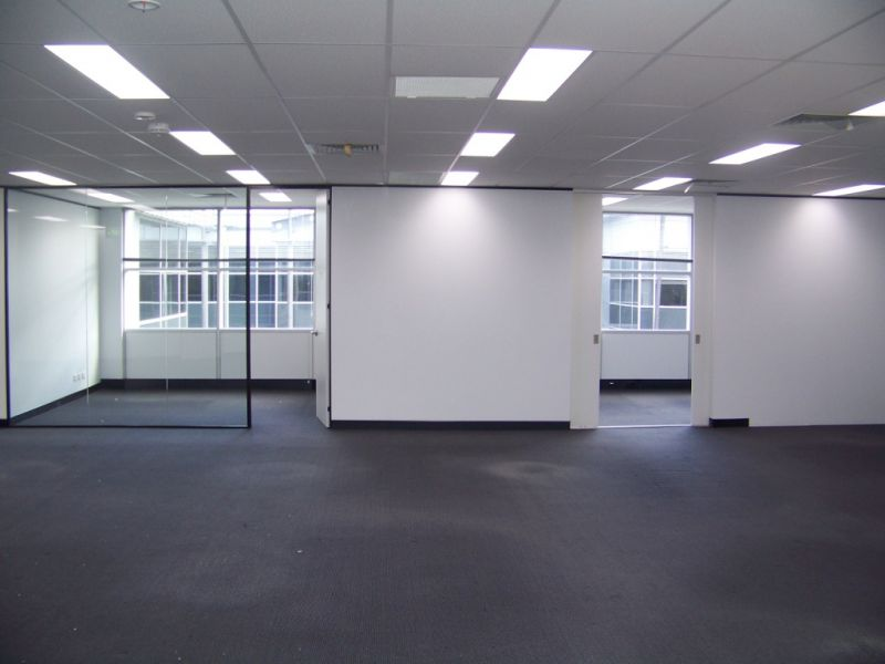 EXCEPTIONAL HIGH-TECH OFFICE/WAREHOUSE