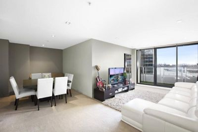 Huge One Bedroom Plus Study With Stunning Views!