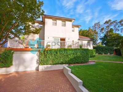 GENEROUS FAMILY RESIDENCE IN PRIME EAST SIDE LOCATION OPEN FOR INSPECTION: SAT 23 MAY - 12:30 TO 12:45PM