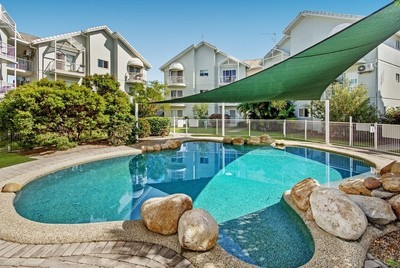 Modern 2 bedroom unit in a secure gated complex!