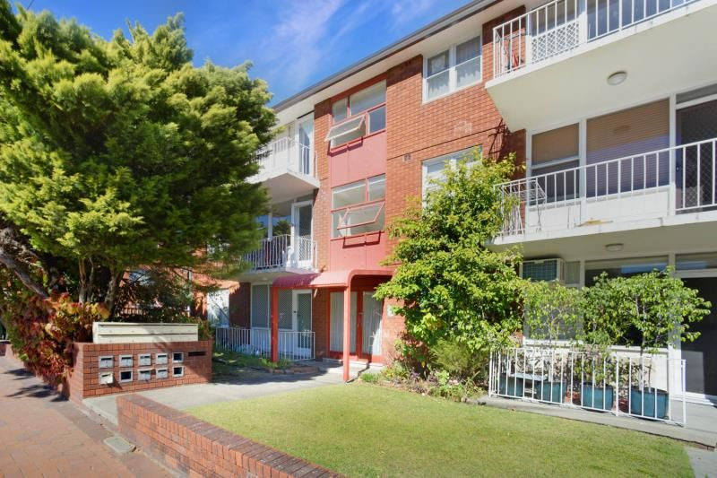 Modern 2 Bedroom Unit Close to all Amenities