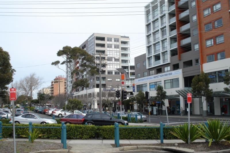 Gorgeous One Bedder in 'Pacific Square' - Great Location - Easy Living
