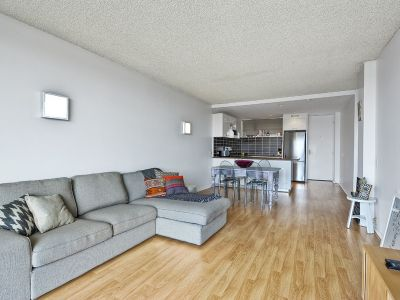 2 BEDROOM UNIT WITH CITY VIEWS!