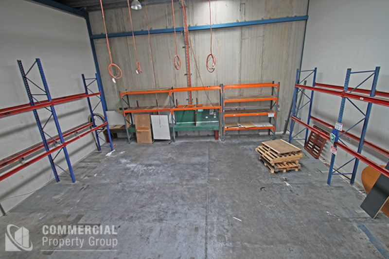 Modern Industrial Warehouse for Lease (195m² area)