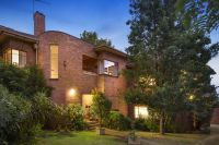 Art Deco Design and Space in a Leafy, Convenient Location