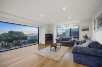 Roomy 'Old Grove' Townhouse With Views