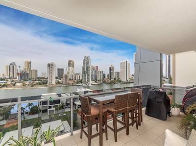 Stunning Spacious Apartment with City and Water Views