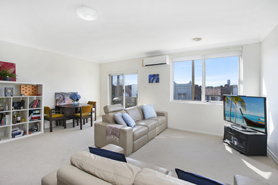 Oversized One Bedroom Apartment in the heart of Mascot