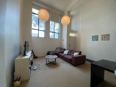 MODERN SPLIT LEVEL 2 BR APARTMENT IN GREAT LOCATION