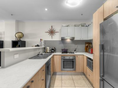 Ground Floor Winchcombe Carson Apartment with a Courtyard, Large Carpark & Storage Cage!
