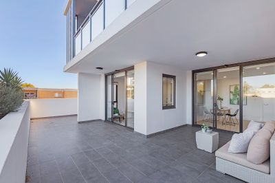 Brand new 2 bedroom apartment with extra-large courtyard