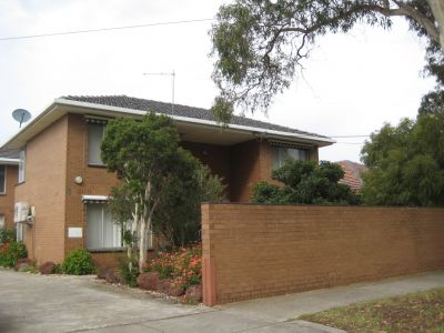 Ground Floor Apartment Walking Distance To Alfrieda Street Precinct