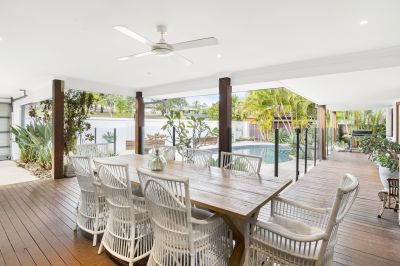 Spacious Family Home with pool opposite park