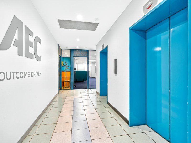 Excellent Value Fitted Office