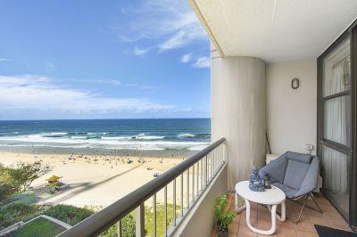 Chic Sunny Beachfront Apartment