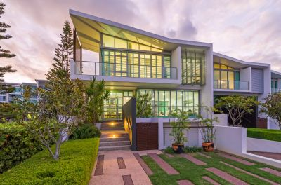 Luxurious Peace and Privacy - Waterfront Villa with Exclusive Basement Carpark