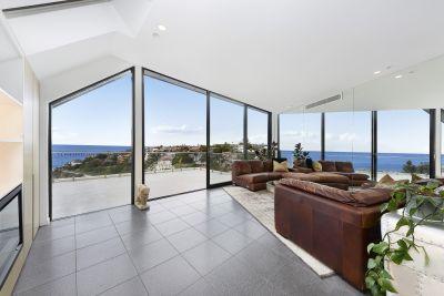 Glorious Beachfront Panoramas from Upscale Penthouse