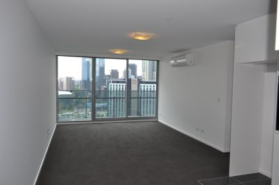 MAINPOINT: 10th Floor - In The Perfect Location!
