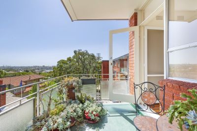 BRIGHT AND AIRY, PARTLY FURNISHED ENHANCED BY PARK VIEWS