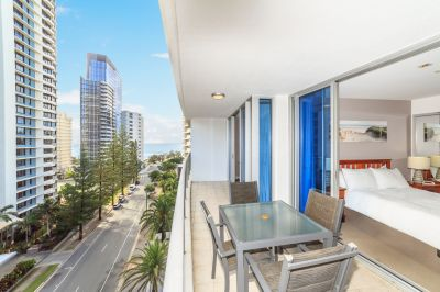 Stylish Executive Apartment  Seconds From The Beach