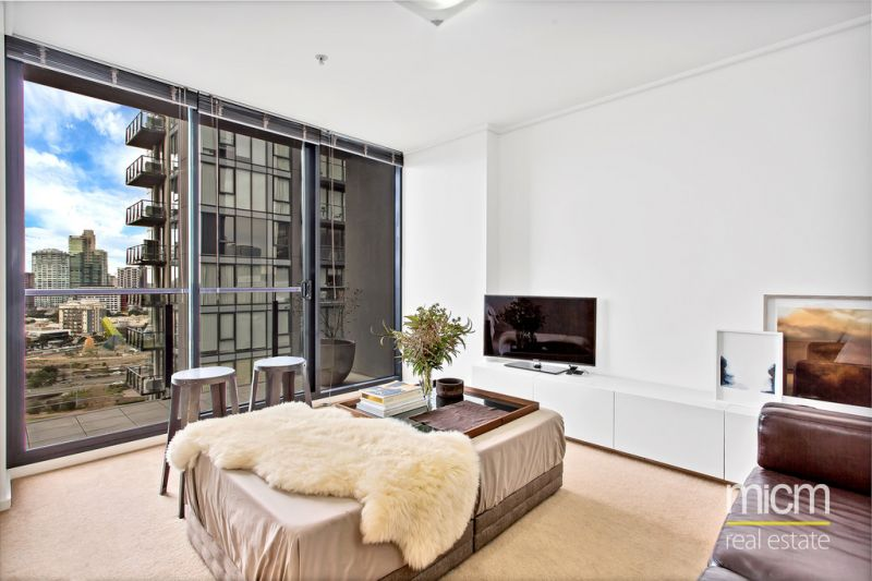Spacious and Stylish One Bedroom in Melbourne Tower.