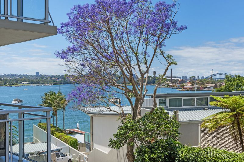 Absolute Waterfront with Harbour Bridge Views