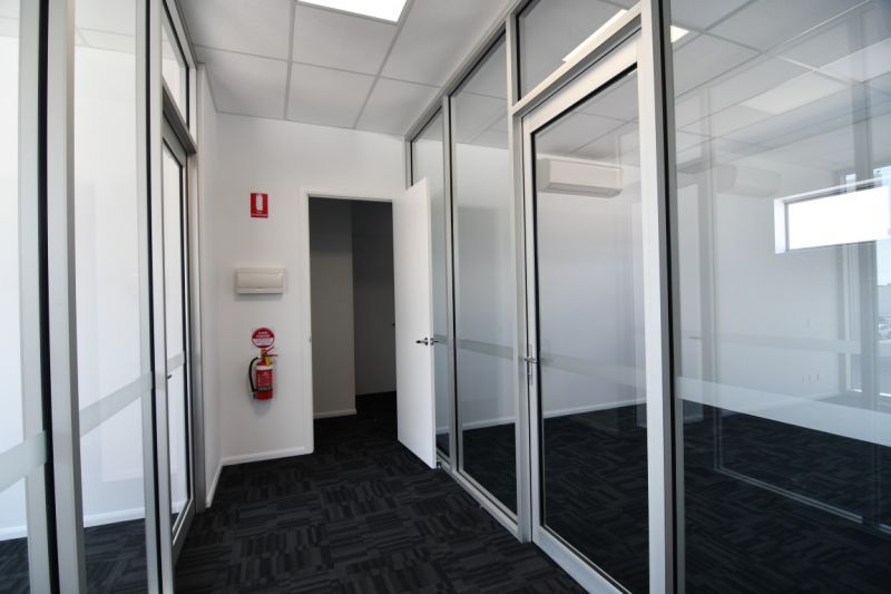 Brand new Hyde Park offices - includes power and NBN