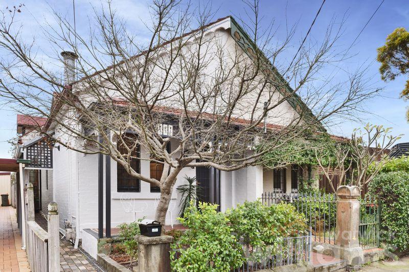 Stylish Designer Cottage With An Urban Boho Vibe