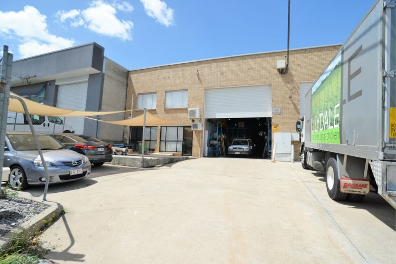 420m2* Warehouse with Well Presented Showroom