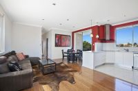 SPACIOUS LIGHT FILLED APARTMENT IN A DESIRABLE LOCATION
