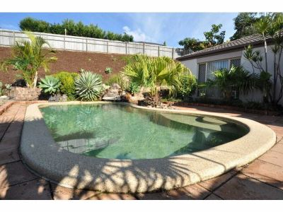 SPACIOUS 4 BEDROOM FAMILY HOME WITH POOL