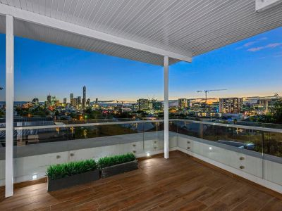 Three Bedroom Family Home with City Views