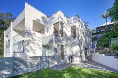 LUXURIOUS DUPLEX/ HOUSE IN A QUIET LEAFY STREET