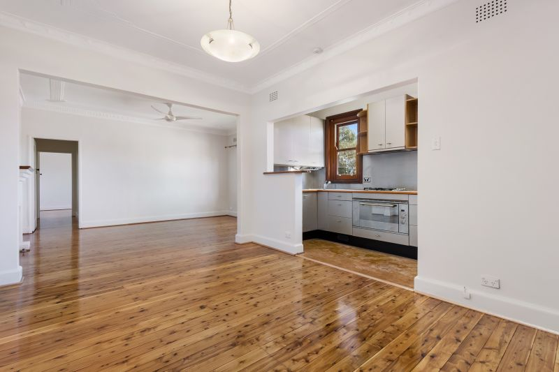 Oversized Two Bedroom Apartment in the Heart of Waverley!