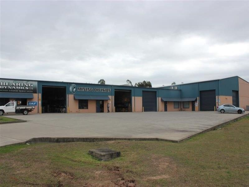 GREAT INDUSTRIAL UNIT IN SMALL COMPLEX IN SOUGHT AFTER AREA