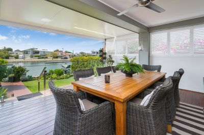 Perfectly Presented Waterfront Retreat - Close to Broadwater