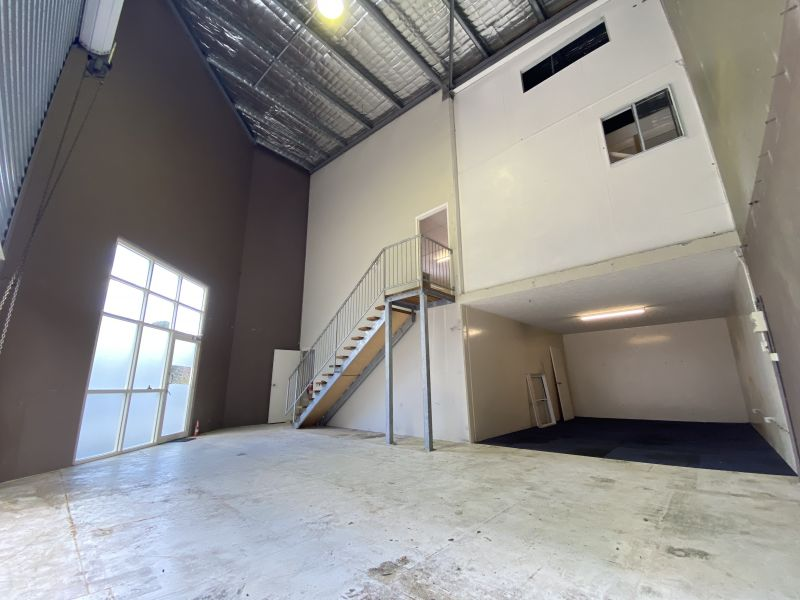 THIS PROPERTY MUST GO! 170SQM* WAREHOUSE WITH 2 LEVELS OF MEZZANINE