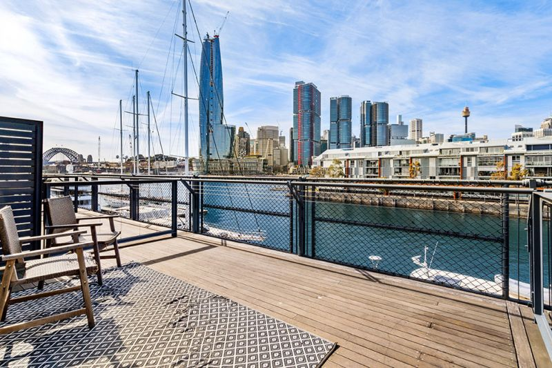 MASSIVE PRICE REDUCTION!!! Waterfront City Harbour Views!!!